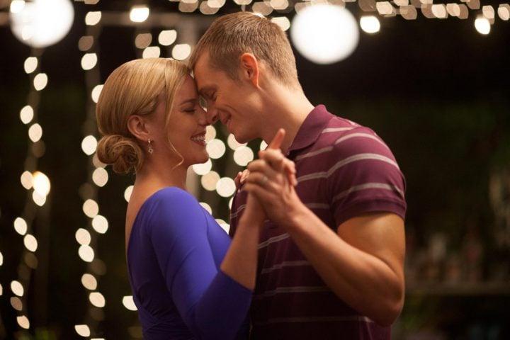 Robocop - Joel Kinnaman and Abbie Cornish dancing